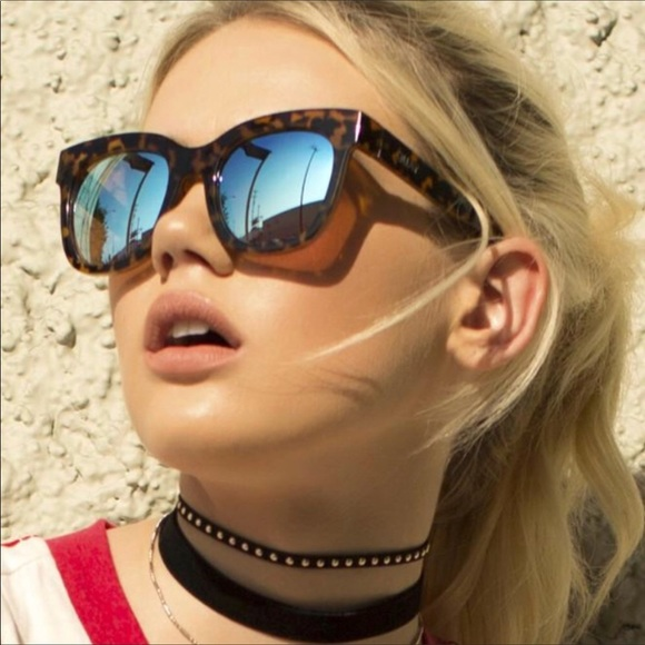 37c93312a1b NWOT Quay Australia Genesis Sunglasses 🌼⭐ . M 5b6e09065fef37cb18169045